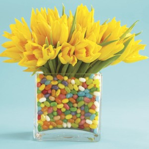 jelly-bean-centerpiece-w-flowers_quick-and-simple